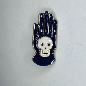 Witchy / skull fashion pin